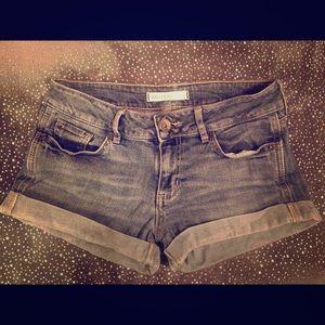 *Bullhead black- blue denim shorts Size3*